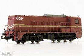 NS diesellok 2218 bruin met A-sein