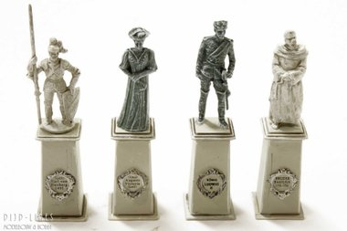 4 standbeelden