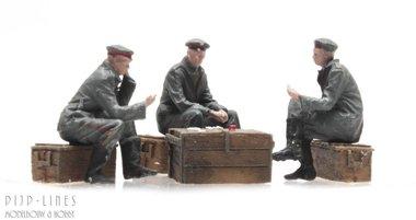 WOI Duitse soldaten spelen een kaartspel
