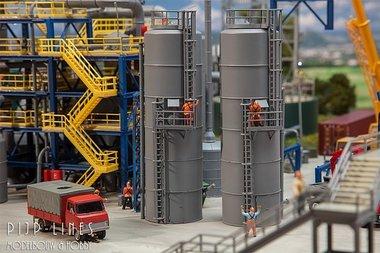 Industriële hoge tank