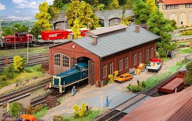Tweesporige locomotievenloods