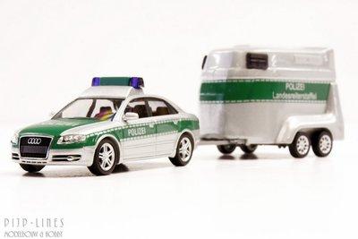 Audi A4 Facelift Bundespolizei mit pferdetansportanhänger