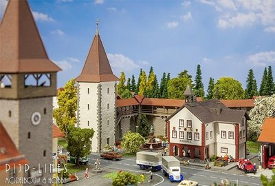 Oude stadsmuur met Toren