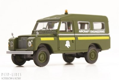Brekina 13765 Land Rover 109 Aircraft Engineering